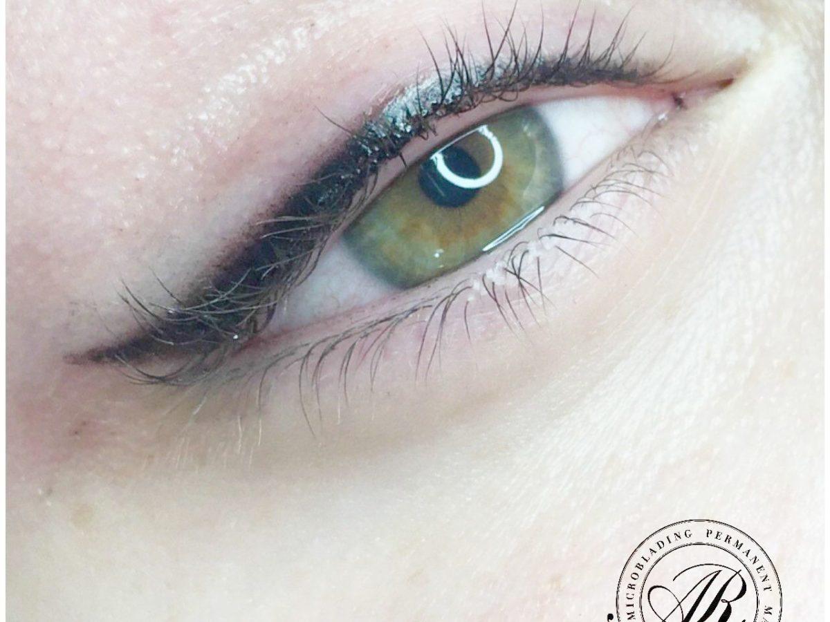 Vsaďte na tetování očních linek a zbavte se každodenní nutnosti nanášení make-upu