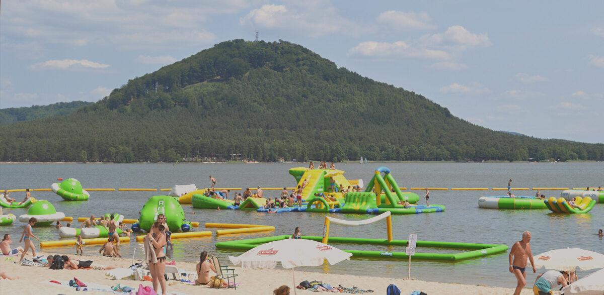 Chystáte se v létě na Máchovo jezero? Objednejte si chatky už nyní